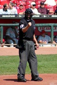 baseball_umpire_20041