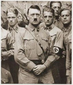 Hitler_w_youngmen